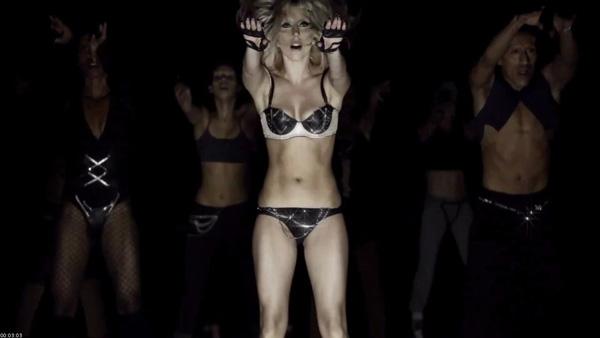 Lady_Gaga-nue-sur-scene