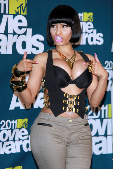 2011-MTV-Awards-Nicki-Minaj-Fake-Breasts1